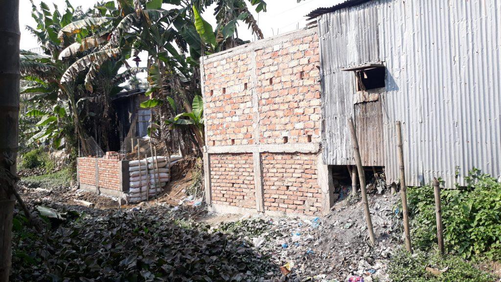 দোয়ারায় খাস ভূমি জবর দখল করে দোকানের স্থায়ী ভবন নির্মাণের অভিযোগ