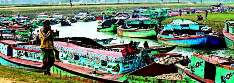 তাহিরপুর পাঁচ কিলোমিটার দীর্ঘ নদীপথে নৌ-জটের সৃষ্টি হয়েছে