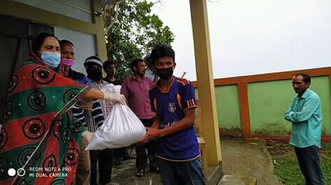 কমলগঞ্জে জেলা পরিষদের সহযোগিতায় খাদ্যসামগ্রী পেলো তিনশো পরিবার