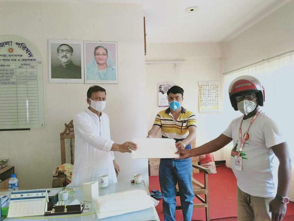 শাল্লায় সাংবাদিকদের পিপিই প্রদান করেন উপজেলা পরিষদ