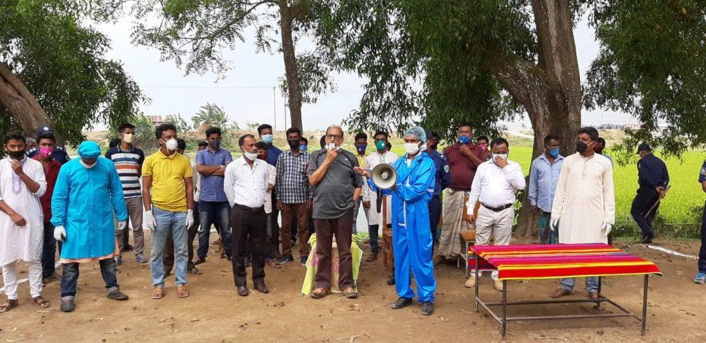 আজমিরীগঞ্জে যুবলীগ নেতার ব্যক্তিগত উদ্যোগে ৫শতাধিক লোকের মাঝে ত্রান সামগ্রী বিতরণ