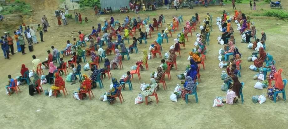 জাফলং গুচ্ছগ্রাম প্রাথমিক বিদ্যালয়ে ২৫০ জন দরিদ্র শিক্ষার্থীদের মাঝে খাদ্য সামগ্রী বিতরণ