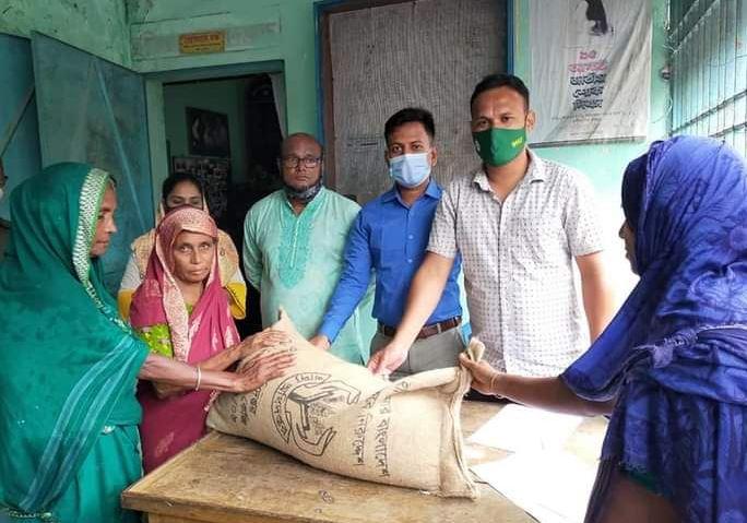 দক্ষিণ সুনামগঞ্জে দরগাপাশায় ১১শ ১৫জনকেভিজিএফ এর চাল সহায়তা প্রদান