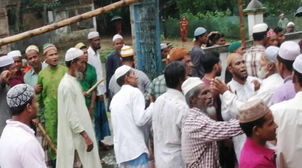 কমলগঞ্জে পুলিশি প্রহরায় জুমআ'র নামাজ